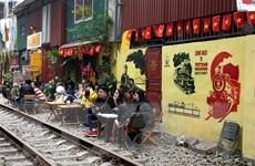 [Video] Du lịch mạo hiểm cạnh 'phố đường tàu' ở Hà Nội