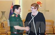 Bộ trưởng Quốc phòng Ngô Xuân Lịch tiếp Bộ trưởng Ngoại giao Australia