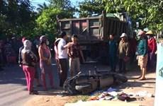 Tai nạn giao thông giữa ôtô tải và xe máy, 3 người thương vong