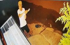 Bắt được đối tượng ngang nhiên dùng búa đập vỡ tủ kính để trộm vàng