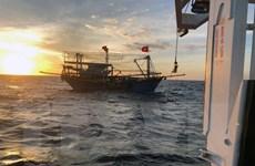 Chiều 30/6 đưa một thi thể và hai thuyền viên tàu cá bị nạn về Cửa Lò