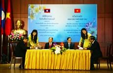 Ký kết hợp tác đào tạo giữa ngành nội vụ hai nước Việt Nam-Lào