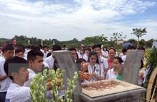 Thanh thiếu niên kiều bào tham quan di tích lịch sử tại Quảng Nam