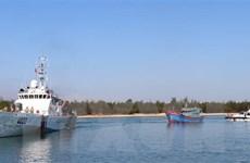 Cứu hộ tàu cá gặp nạn trên vùng biển quần đảo Trường Sa
