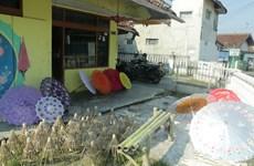 Những chiếc ô sắc màu làm đẹp thêm cuộc sống ở Indonesia