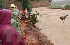 Ngoạn mục giải cứu 41 người bị nước lũ bao vây tại Lâm Đồng