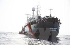 121 người mắc kẹt cả tuần trên tàu cứu hộ ngoài khơi Địa Trung Hải