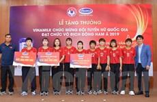 Vinamilk tặng thưởng cho đội tuyển bóng đá nữ quốc gia Việt Nam