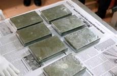 Lâm Đồng: Bắt hai vợ chồng vận chuyển ma túy mang theo súng