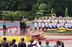 Hình ảnh Thủ tướng Nguyễn Xuân Phúc chủ trì Lễ đón Thủ tướng Lào