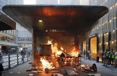 Hong Kong: Hơn 100 người biểu tình bị bắt sau lệnh cấm che mặt