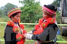 Nghệ thuật trang trí trên trang phục người Dao đỏ là di sản văn hóa