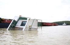 Vụ chìm tàu trên sông Lòng Tàu: Đang triển khai hút 150 tấn dầu