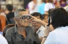 Hội Mắt Kính TP.HCM khám mắt và tặng kính từ thiện tại Campuchia