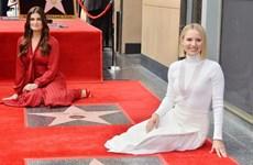 'Chị em Elsa và Anna' nhận ngôi sao trên Đại lộ Danh vọng