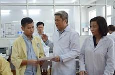 Thứ trưởng Bộ Y tế thăm sản phụ nguy kịch tại Đà Nẵng
