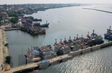 Hướng dẫn tàu, thuyền giữa Biển Đông đi vòng tránh bão Phanfone
