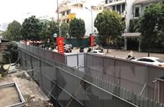 Vụ 8B Lê Trực: Dựng hàng rào chắn mới chờ phương án phá dỡ giai đoạn 2