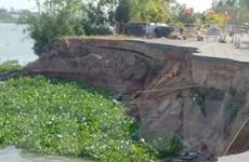 Tiếp tục xuất hiện hai mảng nứt lớn tại khu vực sạt lở của Quốc lộ 91
