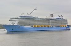 Du thuyền 5 sao hiện đại nhất thế giới cập cảng TP.HCM