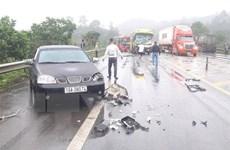 Va chạm liên hoàn giữa 4 xe ôtô trên cao tốc Nội Bài-Lào Cai