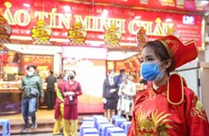 Người Hà Nội xếp hàng trong mưa rét mua vàng ngày Vía Thần Tài