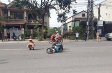 Quảng Trị: Cảnh sát giao thông bị 2 người lao xe máy đâm gãy chân
