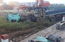 Quảng Ngãi: Xe khách húc xe tải lao xuống hố sâu ven đường