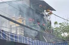 Một cảnh sát chữa cháy bị thương trong khi làm nhiệm vụ