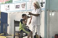 """""""Bà ngoại Út"""" và mái nhà chung của trẻ em bị bại não"""