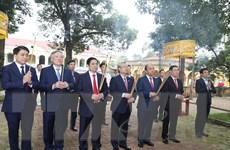 Thủ tướng Nguyễn Xuân Phúc dâng hương tại Điện Kính Thiên