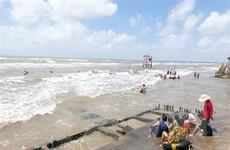 Quảng Ngãi: Nam thanh niên bị sóng cuốn mất tích khi tắm biển 