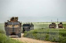 Lực lượng Nga chặn đoàn xe của đội tuần tra Mỹ tại Đông Bắc Syria