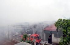 Hải Dương: Nhanh chóng dập tắt đám cháy kho giấy rộng 370m2