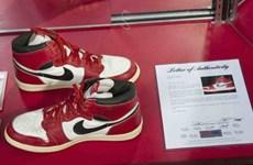 Đôi giày từng được Michael Jordan đi lập kỷ lục đấu giá mới