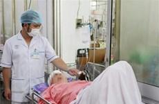TP.HCM: 9 người nhập viện sau va chạm giữa xe khách và xe trộn bêtông