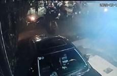 Bình Dương: Truy tìm đối tượng ném bom xăng làm 2 cháu bé bỏng nặng