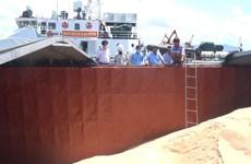 Cảnh sát Biển bắt giữ 250 tấn đường cát không rõ nguồn gốc