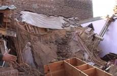 Sập mái một trường học tại Pakistan, nổ cửa hàng tại Argentina
