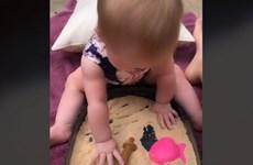 Người mẹ sáng tạo ra loại cát kỳ diệu để 'có thể ăn được' cho con gái