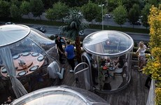 Kỳ lạ những chiếc lều khí sạch diệt COVID-19 tại nhà hàng Thổ Nhĩ Kỳ