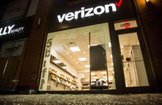 Verizon ngừng quảng cáo, gây sức ép để Facebook thay đổi chính sách