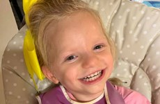 Chuyện cô bé luôn cười tươi dù đau đớn vì mắc 'hội chứng thiên thần'