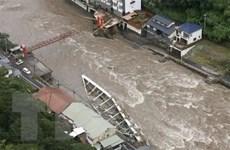 Hàng nghìn hộ gia đình tại Nhật Bản bị mắc kẹt do lũ lụt