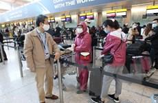 [Photo] Đưa công dân Việt Nam từ Vương quốc Anh về nước