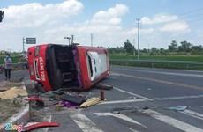 Hưng Yên: Xe đầu kéo đâm vào xe khách, 2 người tử vong tại chỗ