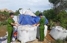 """Hàng chục tấn chất thải """"lạ"""" từ Ninh Bình đổ trộm vào Thanh Hóa"""
