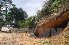 Hàng trăm mét khối đất đá sạt lở tại con đường duy nhất lên Tam Đảo