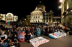 Biểu tình chống biến đổi khí hậu ngoài trụ sở Quốc hội Thụy Sĩ