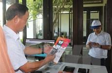 Sử dụng ứng dụng thông minh trên điện thoại khi du lịch Bình Định
